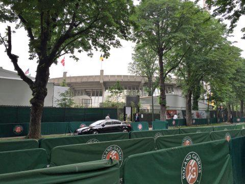 全仏オープンテニス会場センターコート近く