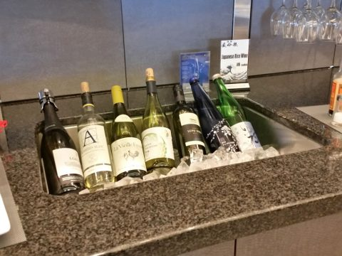 アメリカン航空ラウンジADMIRALSClubワイン