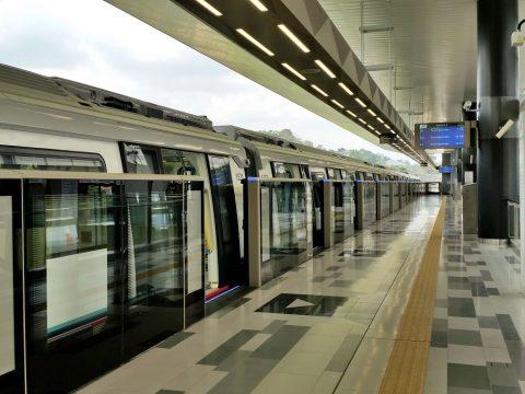 MRT-Sungai Buloh駅の列車