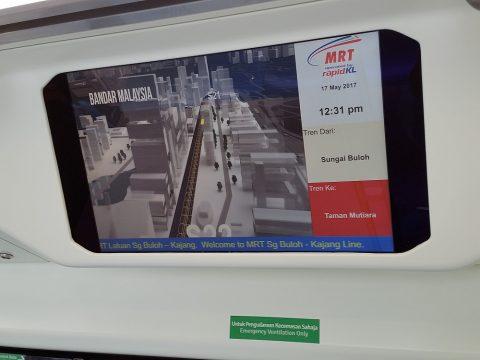 クアラルンプールMRT車内の液晶ディスプレイ