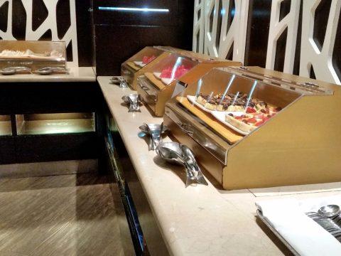 マレーシア航空ゴールデンラウンジサテライトの軽食コーナー