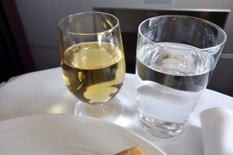 マレーシア航空A330ビジネスクラス機内食の白ワイン