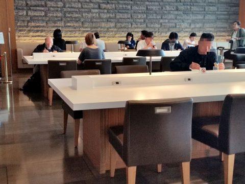 成田空港国際線サクララウンジ本館3F朝食時の様子