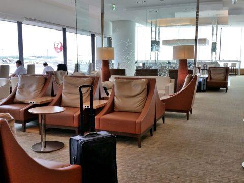 成田空港国際線サクララウンジ本館3Fの椅子