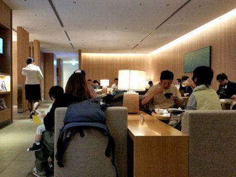 成田空港本館4Fサクララウンジは窓がない