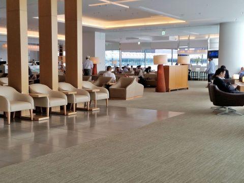 成田空港国際線サクララウンジ本館3のラウンジスペース