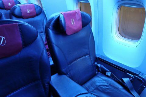 JAL-SkyNextの暗い機内