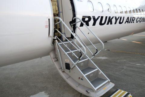 琉球エアコミューターRAC/DHC8-Q400CCのタラップ