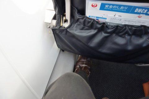 琉球エアコミューターRAC/DHC8-Q400CC窓側の足元