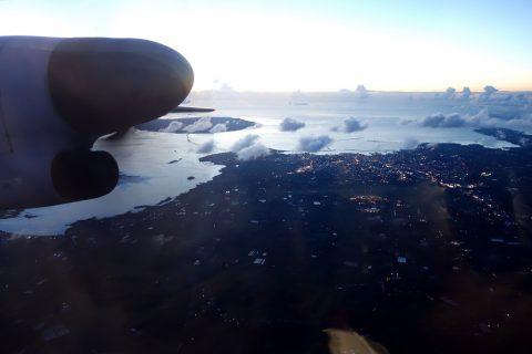 琉球エアコミューターRAC/DHC8-Q400CCの窓からの景色