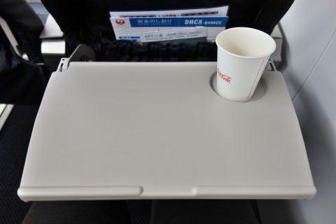 琉球エアコミューターRAC/DHC8-Q400CCのテーブル