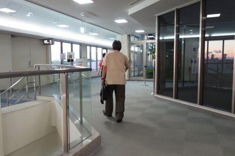 宮古空港の搭乗口