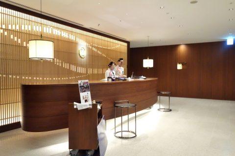 福岡空港サクララウンジのレセプション