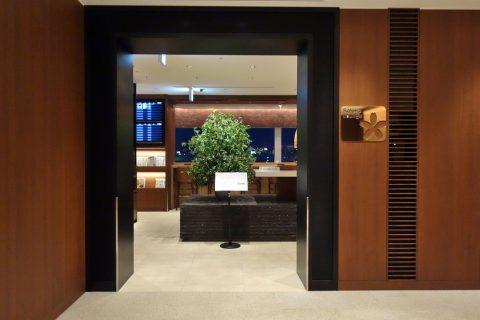 福岡空港サクララウンジの入口