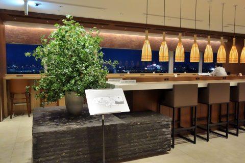 福岡空港サクララウンジのモニュメント