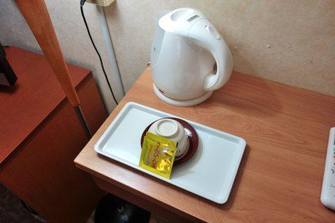ホテル共和の電気ケトルとさんぴん茶