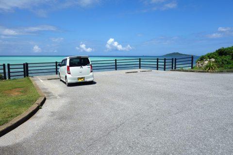 池間大橋の麓にある展望所の駐車スペースに前向きに停める