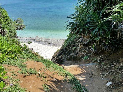 池間ロープ海岸への道