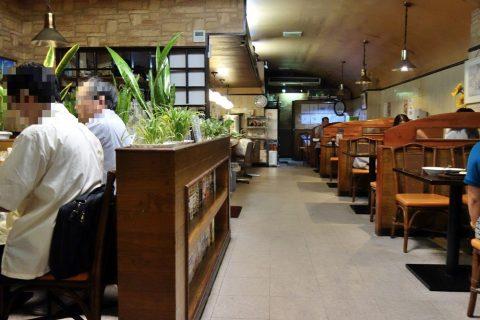 宮古島の喫茶店レオンの店内