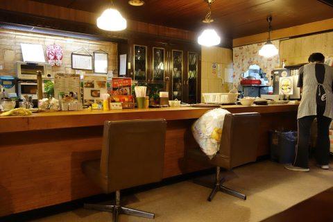 宮古島の喫茶店レオンのカウンター席