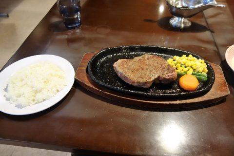 宮古島の喫茶店レオンの宮古牛ステーキとライス