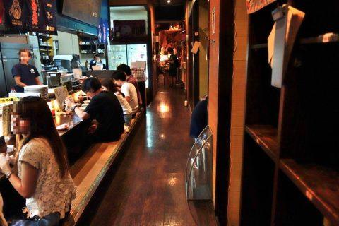 宮古島の居酒屋「眞丑」の店内