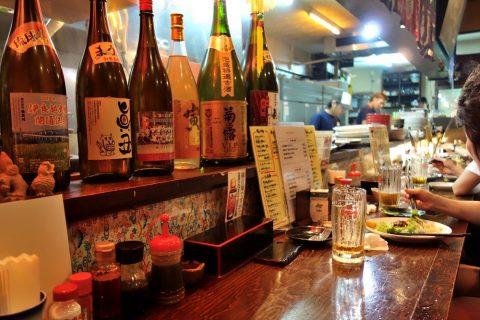 宮古島の居酒屋「眞丑」のカウンター席