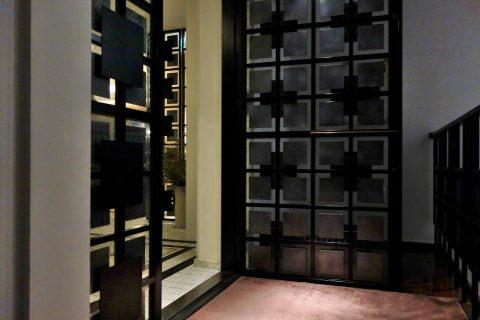 博多もつ鍋のやま中の入口の扉