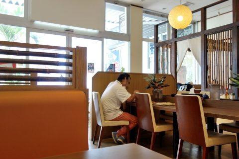 宮古島なびぃ食堂の店内