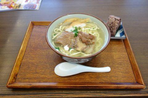宮古島なびぃ食堂のソーキそば780円