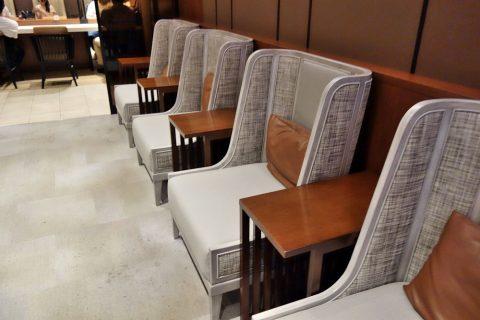 那覇空港サクララウンジの個人用ソファ席