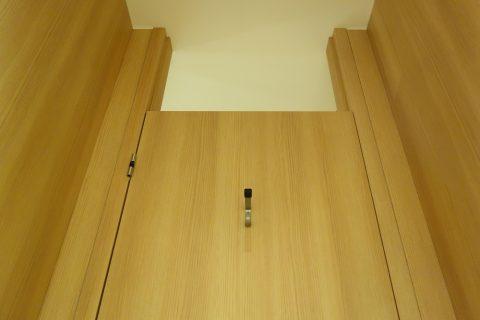 那覇空港サクララウンジのトイレの個室