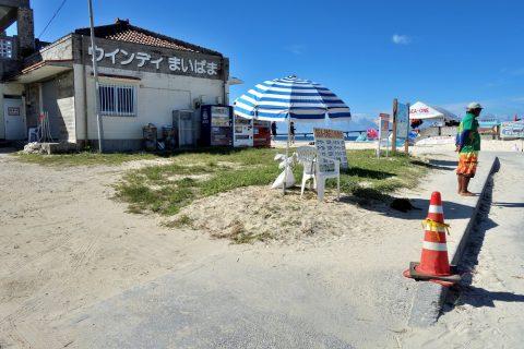 宮古島前浜ビーチの駐車場の管理人