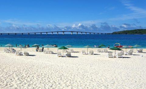 宮古島前浜ビーチでモーターボート