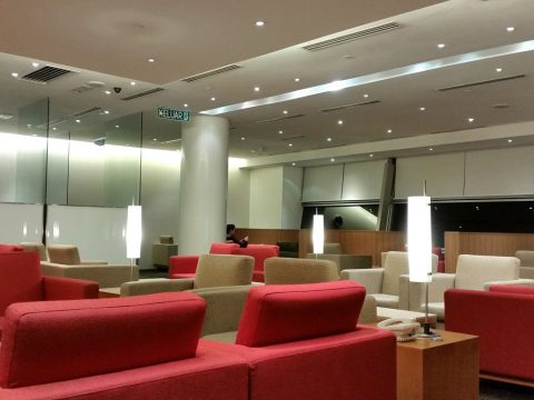 CATHAY-PACIFIC-First-and-Business-Class-Loungeラウンジの印象