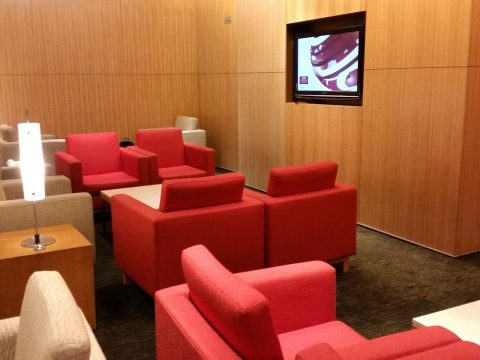 CATHAY-PACIFIC-First-and-Business-Class-Loungeソファー