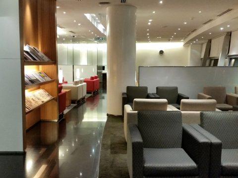 CATHAY-PACIFIC-First-and-Business-Class-Loungeのフロア
