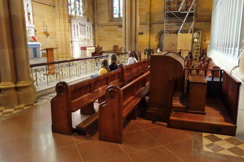 St-Marys大聖堂・主祭壇の前