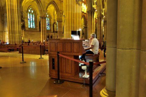St-Marys大聖堂でオルガンの演奏