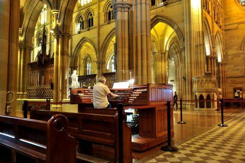 St-Marys大聖堂でオルガンを聴く席