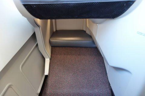 マレーシア航空a330ビジネスクラスの足元スペース