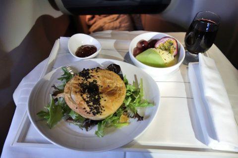 マレーシア航空ビジネスクラス(シドニー~KL)ミートパイ
