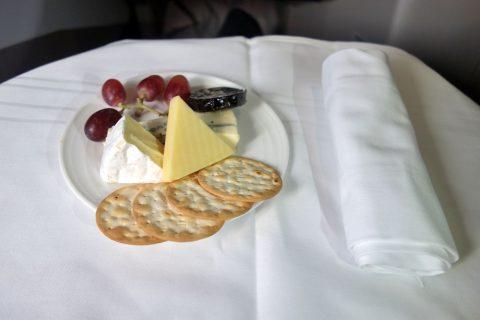 マレーシア航空ビジネスクラス(シドニー~KL)チーズの盛り合わせ