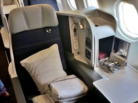 マレーシア航空a330ビジネスクラスのスタッガード配列