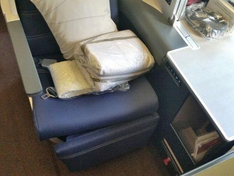 マレーシア航空a330ビジネスクラス収納スペース