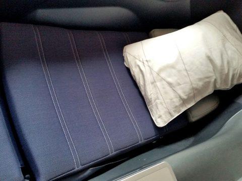 マレーシア航空ビジネスクラスA330のシートをベッドに