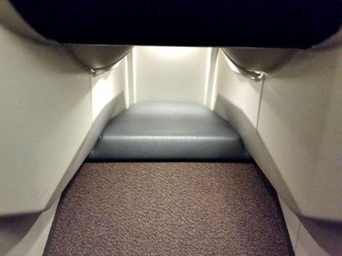 マレーシア航空ビジネスクラスA330ベッドの足元