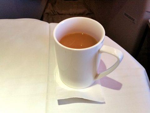 マレーシア航空ビジネスクラスKL~シドニー機内食のミルクティー