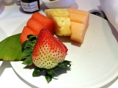 マレーシア航空ビジネスクラスKL~シドニー機内食のフルーツ