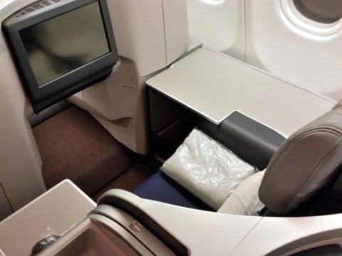マレーシア航空ビジネスクラスA330シドニー行き座席の足元